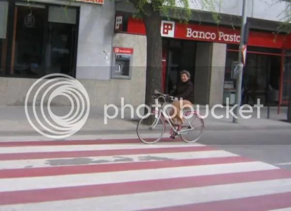 Una señora que no se cree lo de los carriles bici.