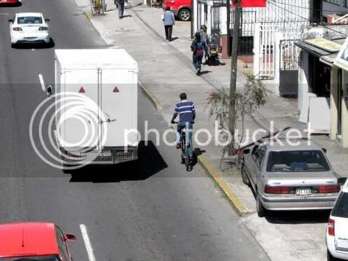 [foto: ciclocucaracha en Quito]
