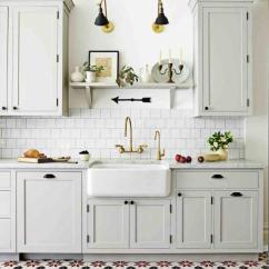 Tile Floors In Kitchen Linoleum Flooring 厨房里的那些设计 厨房装修百法 存起来 说不定以后用到 壹读 印花瓷砖地板搭配白色厨房 这是一种微妙的设计想法来增加对白色厨房的影响 比如眼光回落