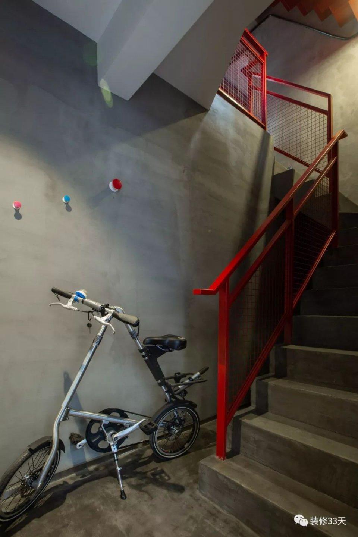 工業風疊複式度假屋 水泥木質點綴一抹紅 - 壹讀