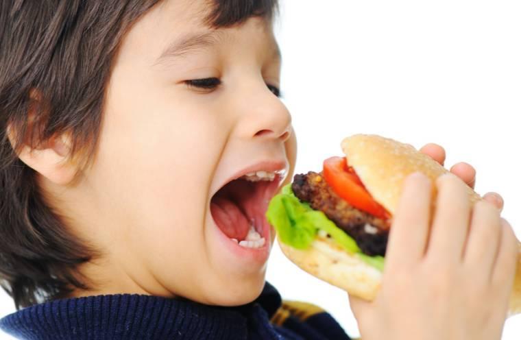 吃飽就想睡,是因為血都跑胃裡了,大腦供血變少? - 壹讀