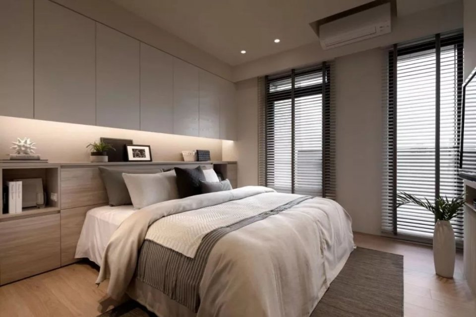 把臥室的床頭背景牆設計成這樣。連床頭櫃都可以省了 - 壹讀