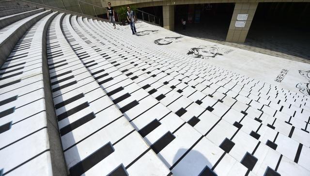 百米臺階被裝扮成鋼琴音階。網友:走路就像彈琴? - 壹讀
