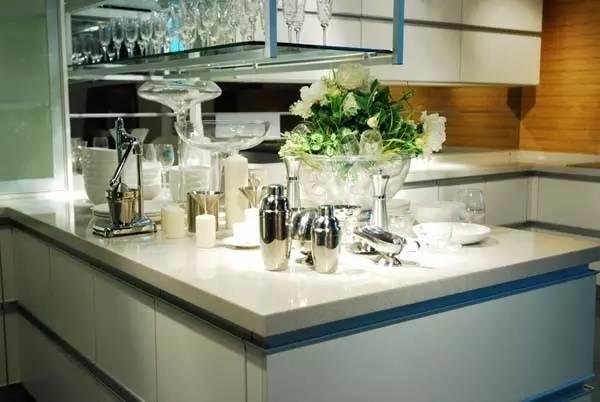櫥櫃檯面選人造石、不鏽鋼還是天然石材?看完你就知道了 - 壹讀