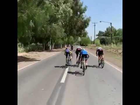 Emocionante sprint entre mini ciclistas sanjuaninos y dos estrellas de La Vuelta