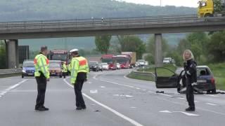 Frau lebensgefährlich verletzt: Schwerer Unfall auf B253