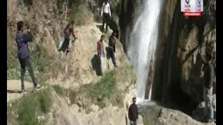 सीवर के पानी में खूब मजे ले रहे हैं पर्यटक