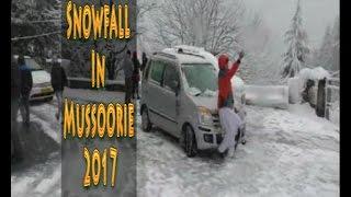 मसूरी में साल की पहली बर्फबारी