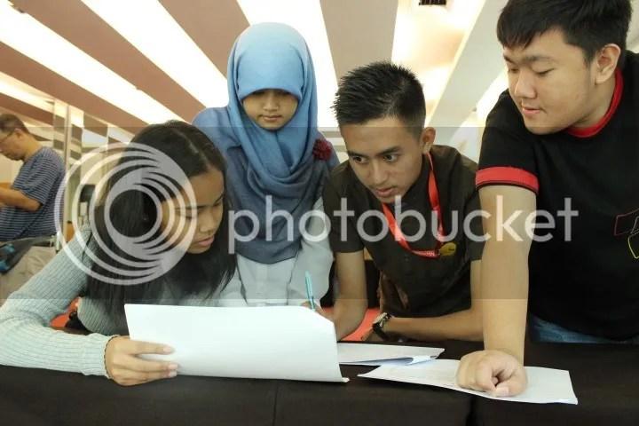 Berkolaborasi dengan siswa dari Indonesia dan Thailand