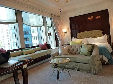 St. Regis Singapore Hotel room pic