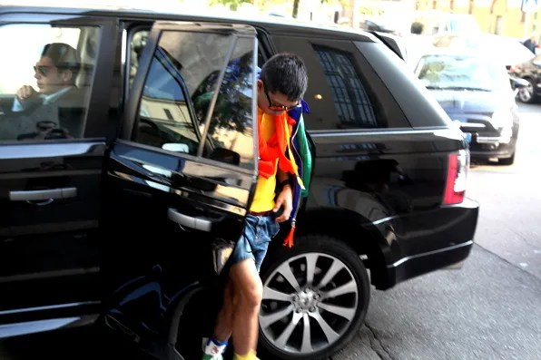 Bryanboy in head-to-toe Dsquared2 spring summer 2012 exiting his Range Rover.