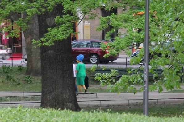 Real life Marge Simpson at Humlegården, Stockholm