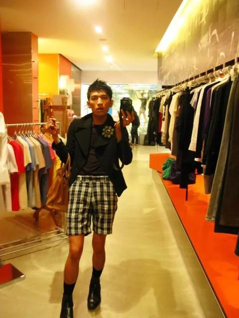 Bryanboy at Blackjack boutique, Forum Shopping Arcade, Orchard Road Singapore.