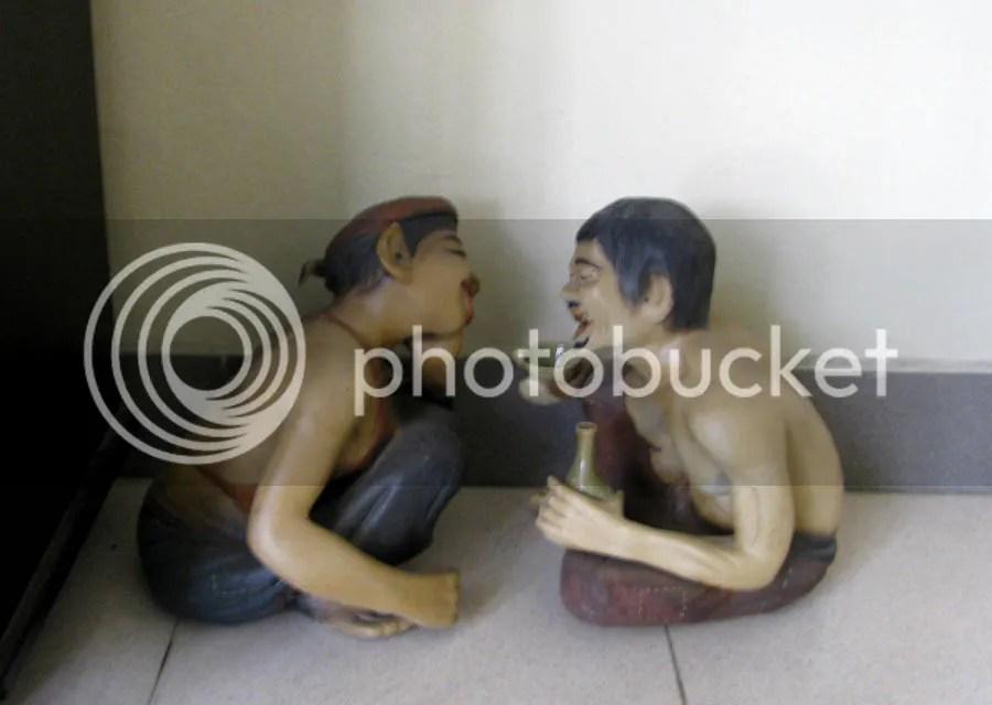 Tượng Chí Phèo - Thị Nở bày ở góc nhà