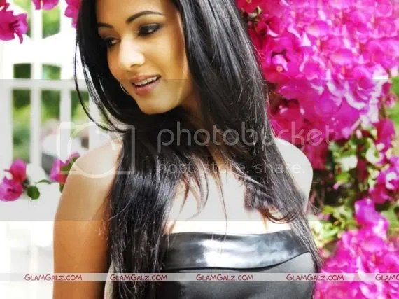 Click to Enlarge - Sonal Chauhan Wallpapers