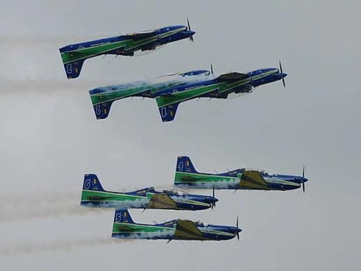 Salah satu formasi yang ditampilkan oleh Smoke Squadron
