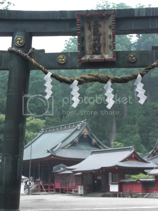Futarasan Shrine courtyard