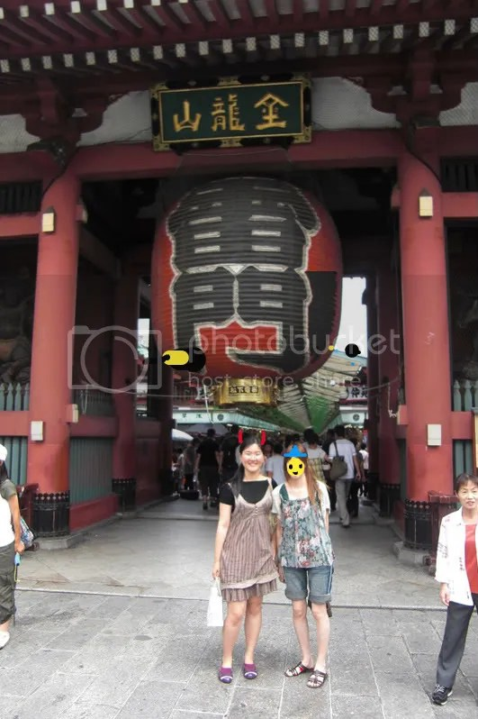 At the Kaminari gate with the iconic red lantern ~