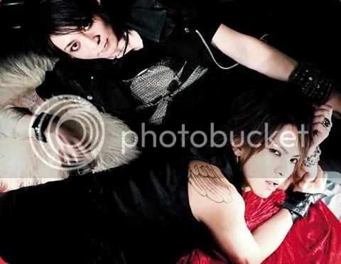 Ese Hyde tiene una mirada pervert .__.
