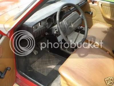 Renault R12 Break interior