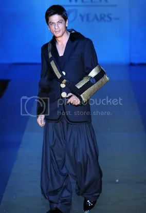 Image result for shahrukh khan in traditional dress