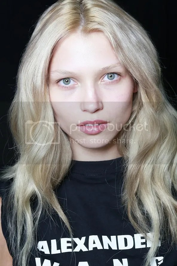 photo hairstyleforpartyseasonbeautyenxhi2_zpse4e97fb2.jpg