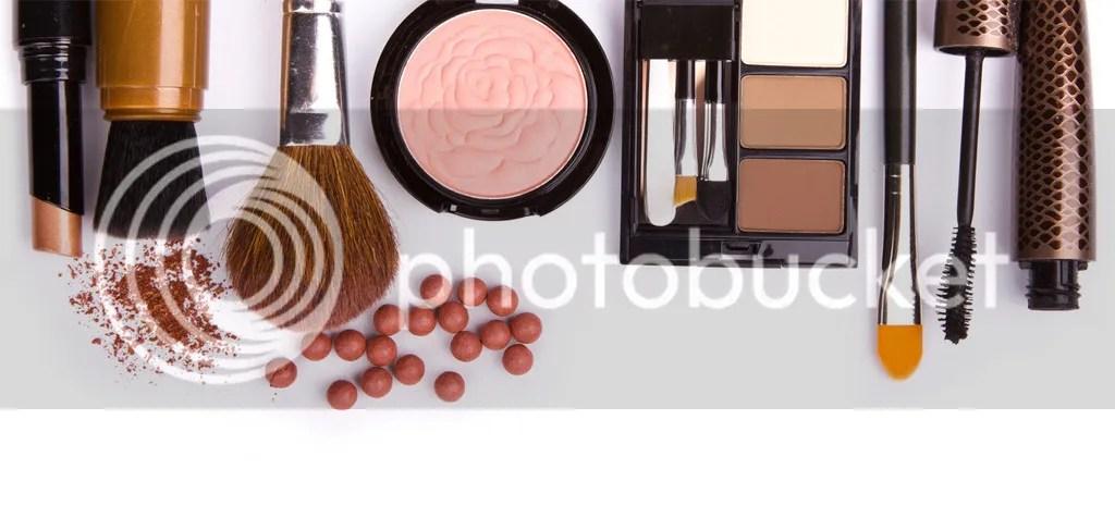 Memakai Make Up Saat Wajah Berjerawat