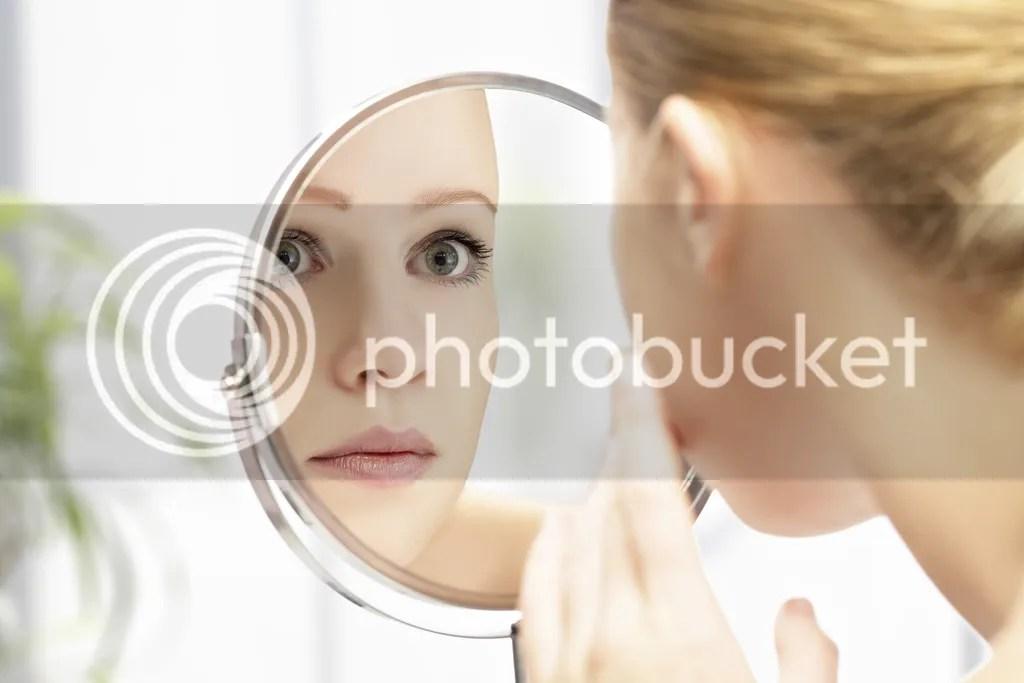 Mengaplikasikan Make Up Harian Untuk Wajah Berjerawat