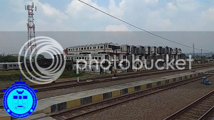 photo foto kereta api di stasiun purwakarta 1_zpseabounzl.jpg