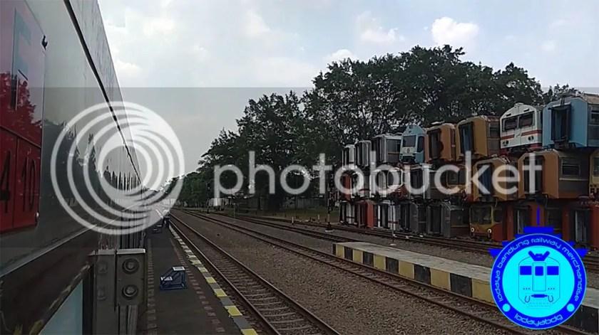 photo foto kereta api di stasiun purwakarta 2_zpsh0syqiq5.jpg