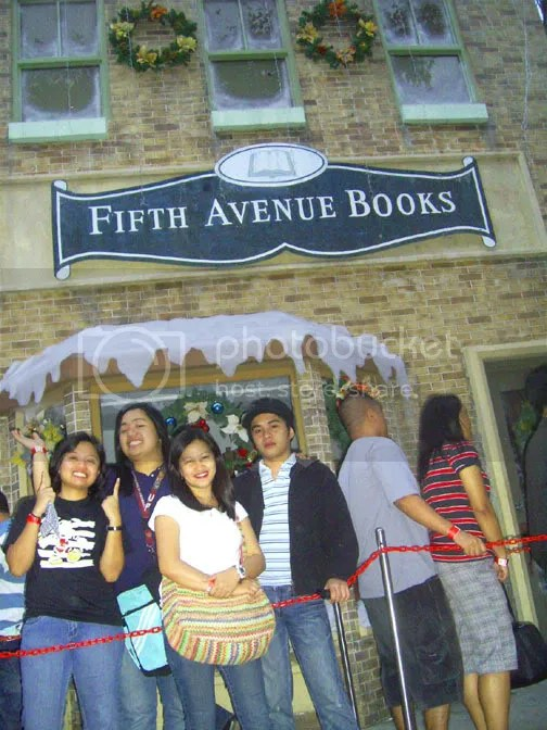 the gang in front of OLD FIFTH AVENUE replica.  as if we are back from the past!!!