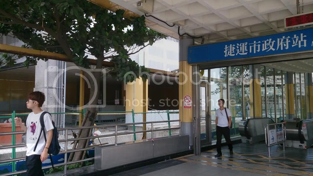 Re: [分享] 市政府站3號出口連通移設工程 - 看板 MRT - 批踢踢實業坊