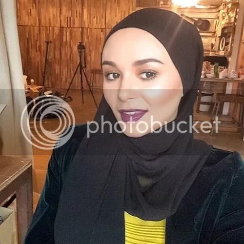 sarah hildebrand bertudung