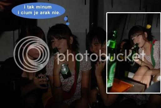 gambar adik elyana dan botol arak