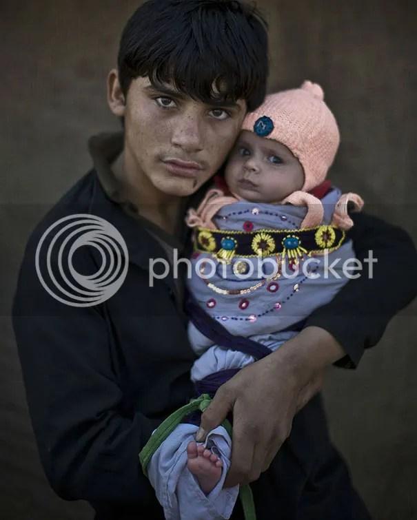 photo afghan-children-refugees-pakistan-muhammed-muheisen-1__605.jpg