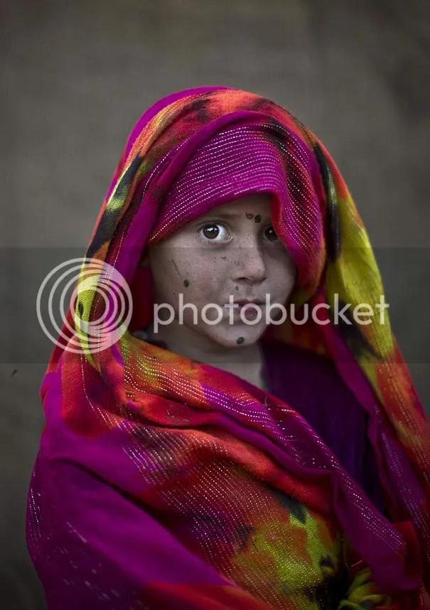 photo afghan-children-refugees-pakistan-muhammed-muheisen-7__605.jpg