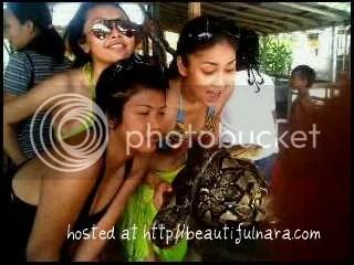gambar fasha sandha pakai bikini