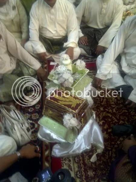 gambar pertunangan zahiril adzim dan shera ayob