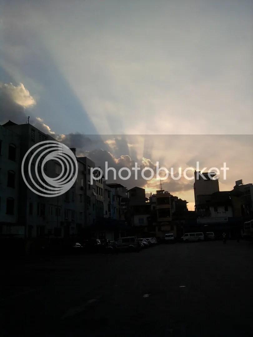 Chiều trên bến xe Kim Mã (chụp bằng điện thoại)