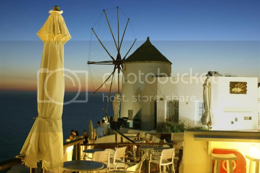 The Travelling Gypsy: A Night in Oia