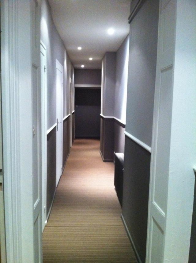 Peinture dun couloir troit et assez long