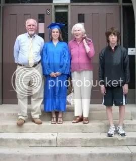 Abuelo, graduada, abuela y Mister Alegría!
