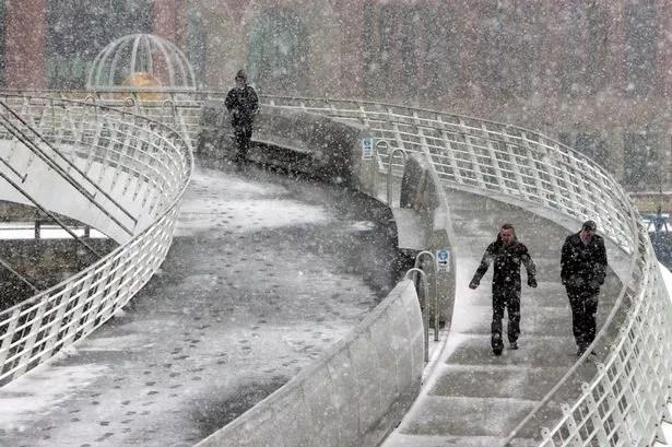 Snow falls on the Millennium Bridge. Photo Dave Charlton February 2009