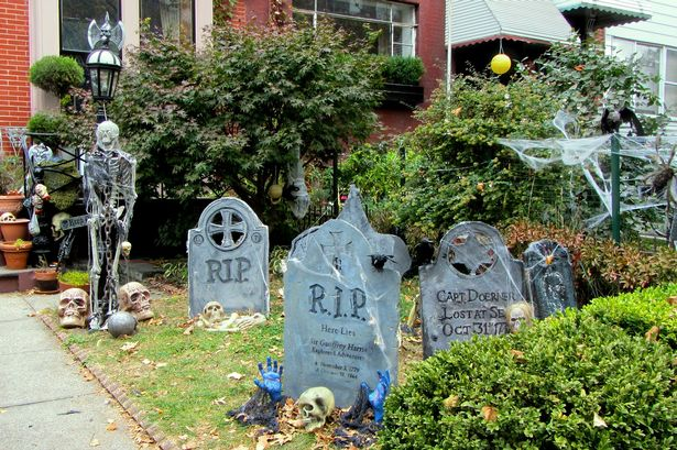 10 halloween ideas for decorating your house get reading