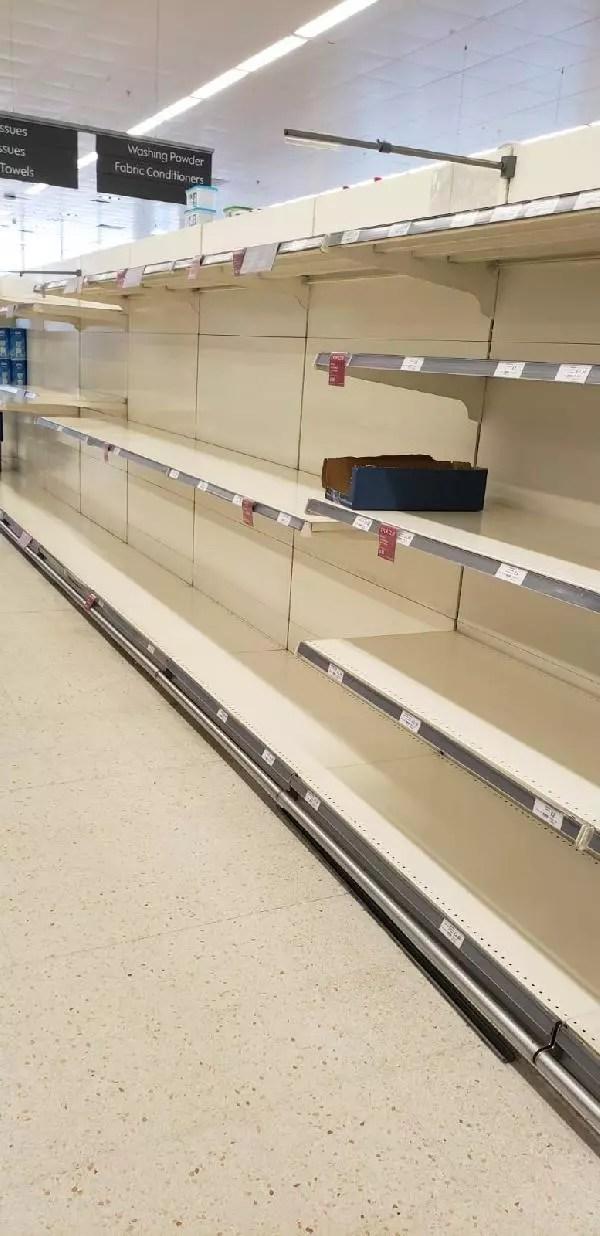İngiltere'de 1.5 milyon kişinin karantinada yiyecek bulamadığı açıklandı 1