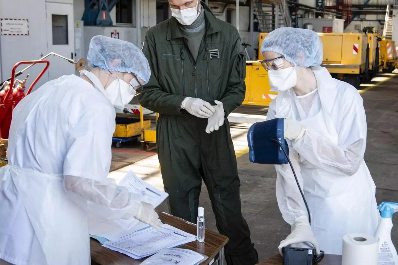 Son dakika haberi: Fransa'da corona virüsten can kaybı 561 artarak 14 bin 393'e yükseldi 1