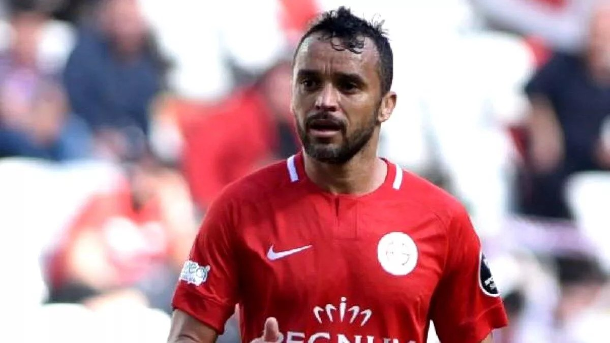 Antalyaspor'da Charles seferberliği! Brezilya'dan şimdi dönemedi... 1