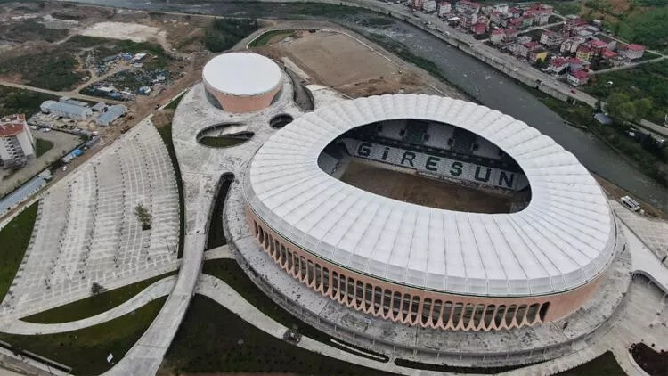 Giresun Çotanak Spor Kompleksi'nde sona gelindi! Süper... 1