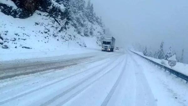 Antalya- Konya kara yolu beyaza büründü