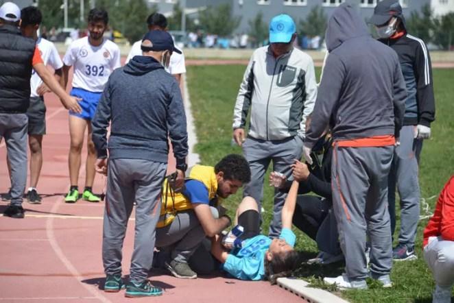Spor Bilimleri Fakültesi'nde bayıltan sınav! Yardıma sağlık görevlileri koştu 18